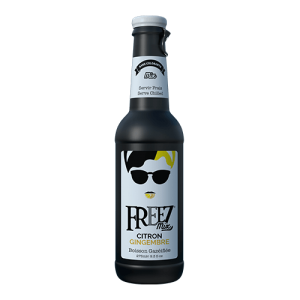 Freez-Citroen-gember-frisdrank Freez-Appel-druif-frisdrank Freez-Berrymix-frisdrank freez berry mix Freez-Lychee-frisdrank Freez-Mojito-aardbei-frisdrankFreez-Aardbei-frisdrankFreez-Blue-Hawaii-frisdrank in glas blauwe sparkelend koolzuurhoudend drankje met trekdop freez aardbei roze zoete zachte frisdrank mojito aardbei cocktail mixer lychee zoet doorzichter helder berrymix fruit de bois donker rode donkerrood bessensmaak frisdrank met bessen smaak appel druif groen freez pomme raisin citroen gember citron gingembre zwarte frisdrank in glas